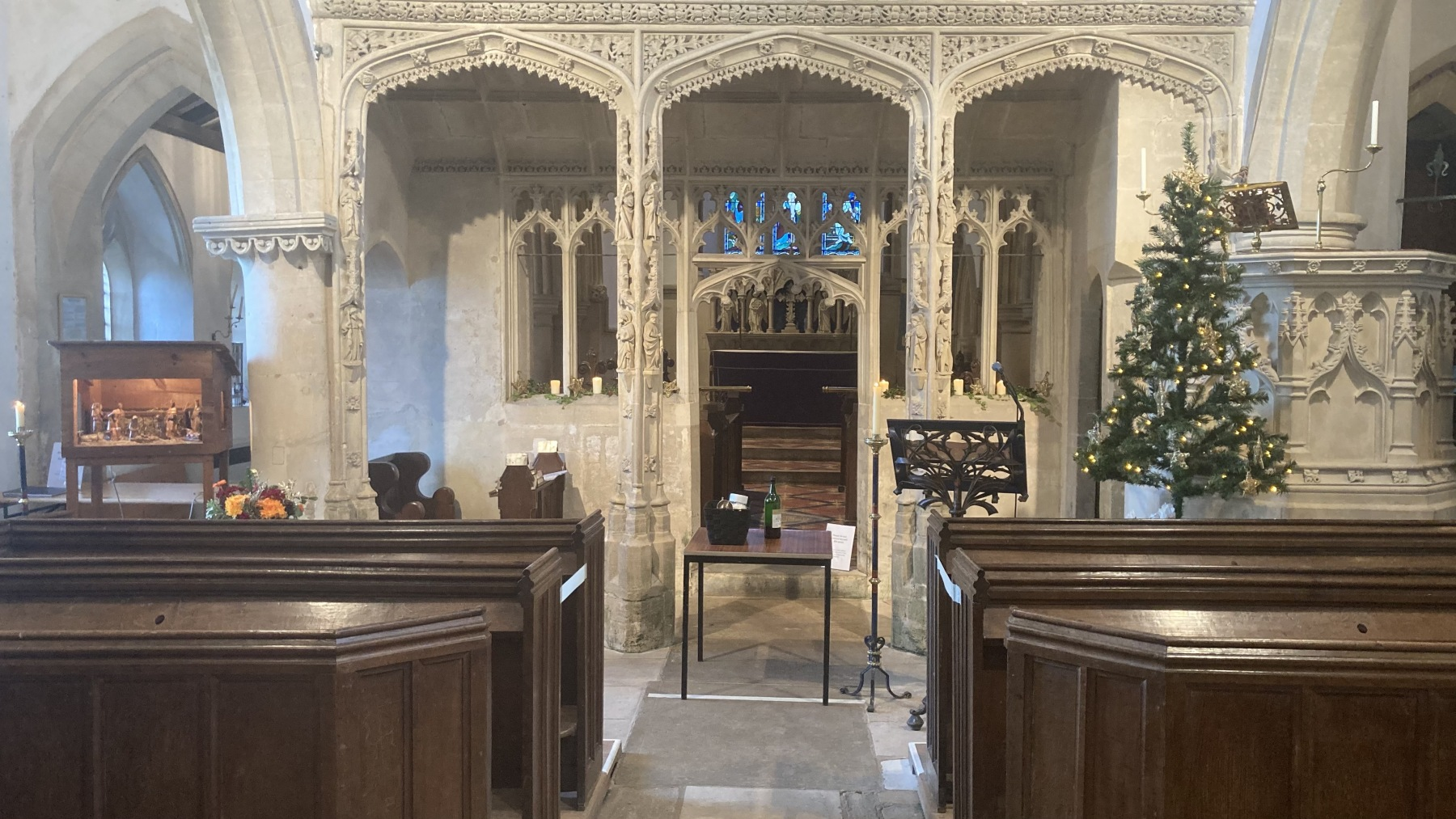 St-Swithins-Nave-Christmas